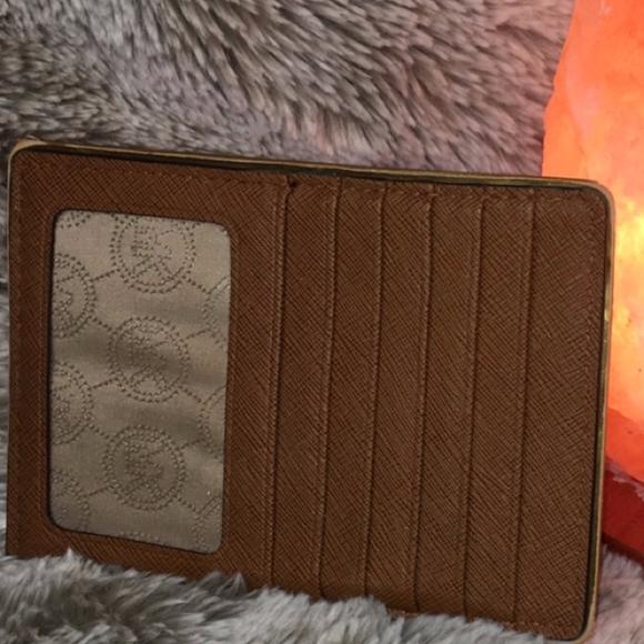 2d400cda271e13 Michael Kors Card Wallet and Coin Purse. M_5c71e089c61777511bb0937e